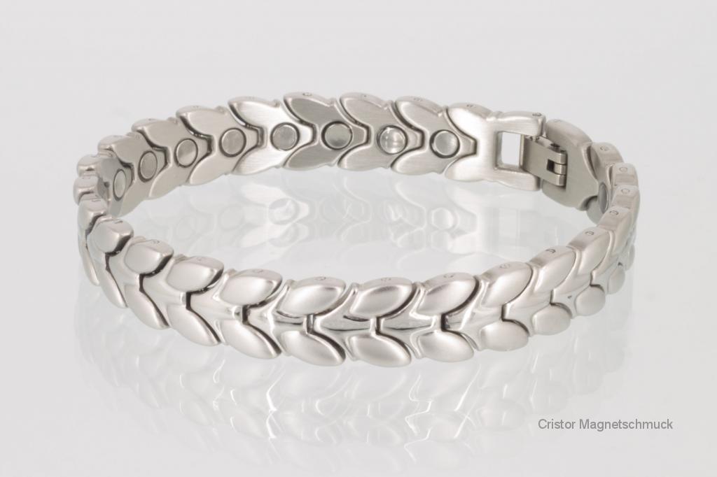 8206S - Das Armband besteht aus medizinischem Edelstahl, ist matt gebürstet und teilweise glänzend poliert.